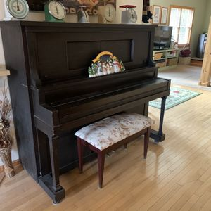 Free Upright Piano for Sale in Schwenksville, PA