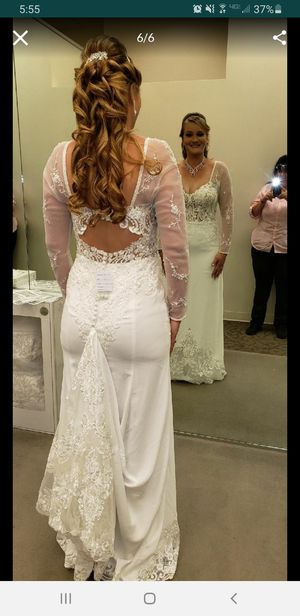 Only used once wedding dress for Sale in Fontana, CA