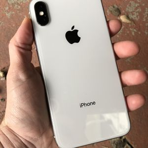 iPhone X 64GB Silver Factory Unlocked Any Carrier USA & Worldwide!! for Sale in Miami, FL