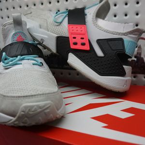Nike Air Huarache Drift South Beach Size 11 - Rare Colorway to Find - Condition 9.5/10 - Super Clean! for Sale in Las Vegas, NV