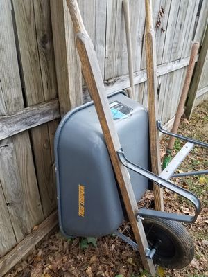 WHEELBARROW for Sale in Falls Church, VA