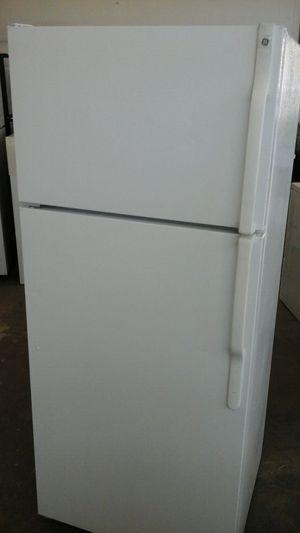 White top mount refrigerator GE for Sale in Denver, CO