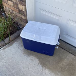 """RUBBERMAID ICE CHEST COOLER (13"""" W x 16""""L ) for Sale in Corona, CA"""