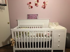 Infants Crib w/ Mini Dresser & Changing Table (only used for 3 months) for Sale in Atlanta, GA