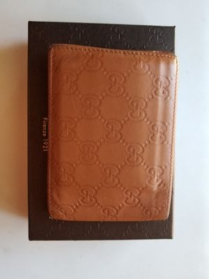 Mens Gucci tan wallet for Sale in Vacaville, CA
