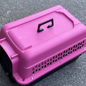 Pink dog carrier/crate for Sale in Lake Elsinore, CA