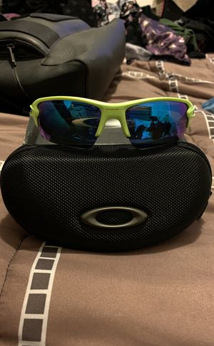 New and authentic Oakley flak2.0 sunglasses for Sale in Miami, FL