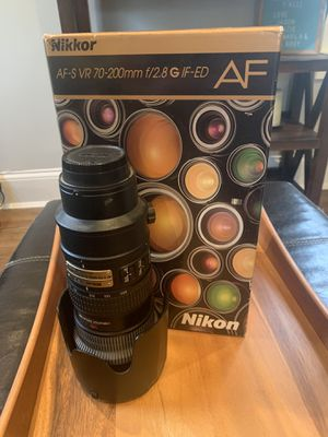 Nikon 70-200mm f2.8 AF-S VR Lens for Sale in Lombard, IL