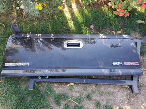 2000 GMC SIERRA Z71 TAILGATE BLACK COLOR for Sale in Gilroy, CA