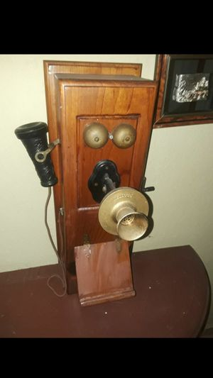 GORGEOUS ANTIQUE WALL PHONE for Sale in Hialeah, FL