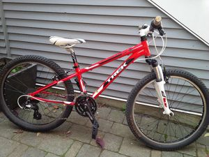 Trek MT240 Kids Mountain Bike for Sale in Los Angeles, CA