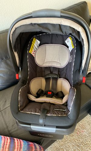Graco baby car seat gender neutral! for Sale in Salinas, CA