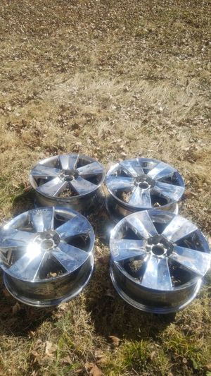 Vault 18x7.5 chrome universal rims for Sale in South Bend, IN