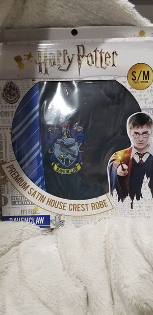 Satin crest robe ravenclaw adult small/medium for Sale in Piney Flats, TN