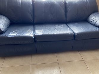 Excellent Dark Blue / Navy Blue Leather Sleeper Sofa for Sale in Buffalo Grove,  IL