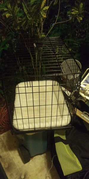 Like brand new med to larg pets crate w bed inside 15dol Firm lots gd deals my post go look for Sale in Jupiter, FL