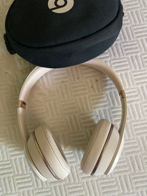 Solo beats 3 rose gold!!! for Sale in Woodburn, OR