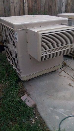 Swamp cooler grande trabajando enfria 1800 pies cuadrados for Sale in Fontana, CA