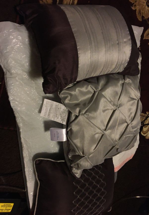 Three beautiful pillows color gray two trim in brown