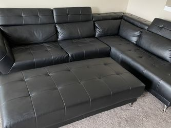 Black top Grain Leather Sectional for Sale in Brunswick,  OH