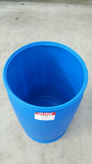 55 gallon heavy duty plastic barrel $25 each .open and close LIDS for Sale in Rancho Cucamonga, CA
