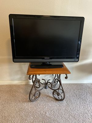 40 inch Magnavox TV with Stand - Great Condition for Sale in Denver, CO