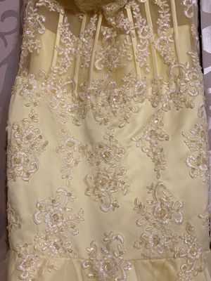 Beautiful yellow lace mermaid dress for Sale in Nashville, TN