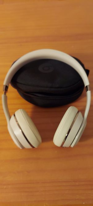 Beats by Dr. Dre Solo3 Wireless Headphones Satin Gold MR3Y2LL/A Used for Sale in Miami, FL