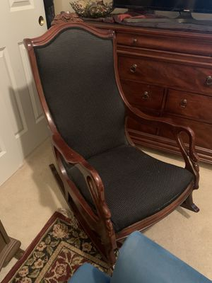 Antique Goose neck rocking chair for Sale in Lynnwood, WA
