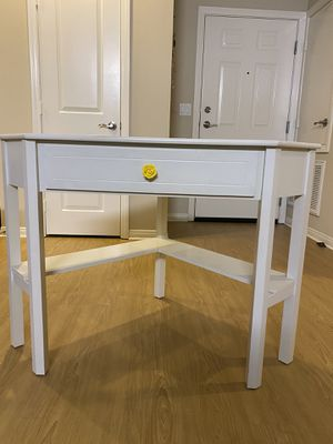 Corner Desk - White -Custom Knob for Sale in Irvine, CA