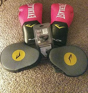 Everlast Boxing Gloves Set for Sale in Perris, CA