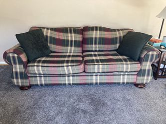 Plaid Couch for Sale in UPPER ARLNGTN,  OH
