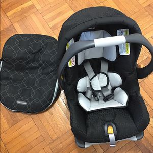Car seat for Sale in Des Moines, IA