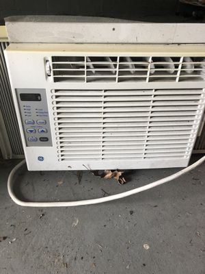 Window air conditioner is in good condition and will make any room cold. This is a must have especially with the hot months ahead for Sale in Burlington, NJ