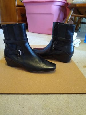 Liz Claiborne leather half boots. Size 9 and 1/2 for Sale in Richardson, TX