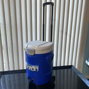 Igloo rolling cooler and beverage dispenser for Sale in Livonia, MI