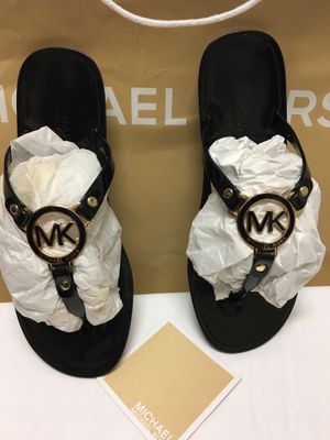 Michael kors size 8 in really great conditions for Sale in Los Angeles, CA