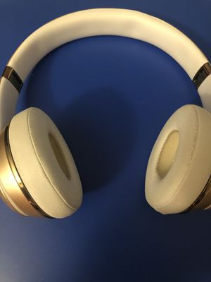 Beats by Dre solo 3 Wireless (Clean) for Sale in Milwaukee, WI