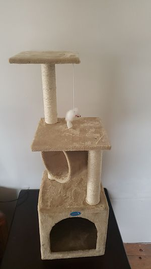 Cat Scratch tower for Sale in Lawndale, CA