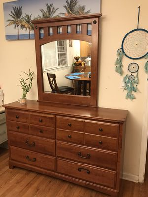 Beautiful Dresser With Mirror for Sale in Mableton, GA