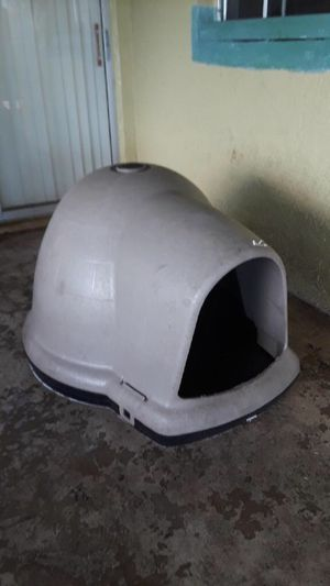 Big Plastic dog house for Sale in BVL, FL