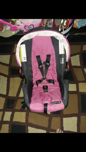 Infant Graco Car seat for Sale in Twining, MI