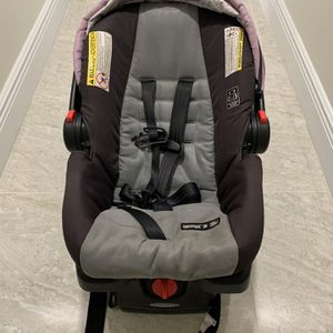 Car Seat And Base for Sale in Fort Lauderdale, FL