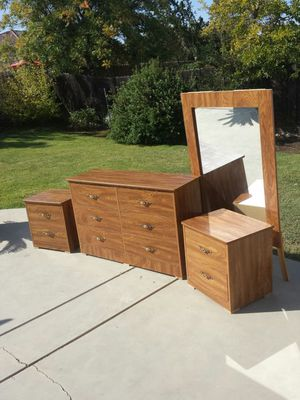Dresser 6 Drawers, 2 Night Stands, and Mirror for Sale in Clovis, CA