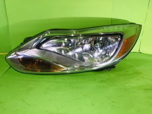 2012 2013 2014 FORD FOCUS HALOGEN HEADLIGHT LEFT DRIVER SIDE OEM EXCELLENT CONDITIONS ALL TABS for Sale in San Marcos, CA