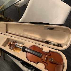 Tuned Violin with the Bow and Case (with Extra Strings) for Sale in Rosedale, MD