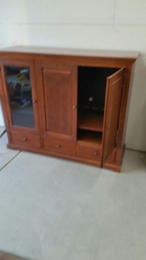 Oak entertainment center very good condition for Sale in Moxee, WA