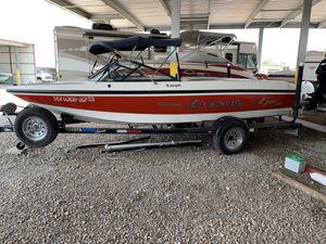 21 ft Toyota ski boat 300 horsepower excellent condition for Sale in Frisco, TX