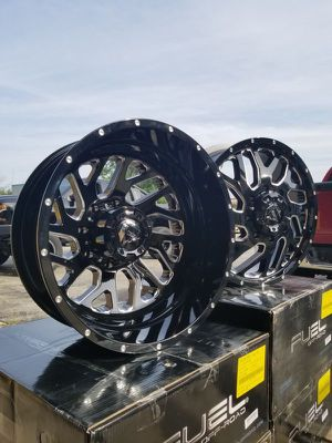 Looking 👀 for DUALLY wheels tires ✔️✔️✔️💯💯 for Sale in Houston, TX