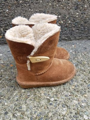 Kids / toddler boots size 7.bearpaw, a real leather and wool(like UGG) for Sale in Everett, WA